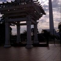 Photo taken at Tugu Pahlawan by Halifah on 3/16/2013