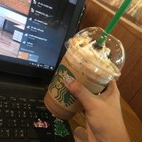 Photo taken at Starbucks by Gpupinnt Y. on 1/16/2017
