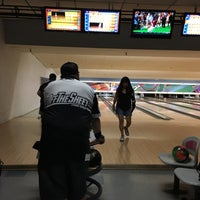 Photo taken at 4th Street Bowl by Marie on 10/6/2016