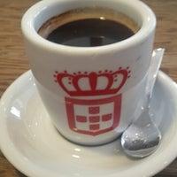Photo taken at Vida e Caffè by Jeremy Adam W. on 2/13/2015