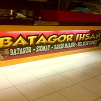 Photo taken at Batagor Ihsan by Yudhi A. on 2/9/2013