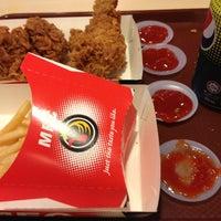 Photo taken at Muzdalfa Fried Chicken by Mohd Dzul Jalaali on 3/21/2013