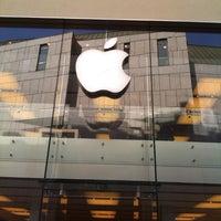 Das Foto wurde bei Apple Store, Rosenstraße von Kirill D. am 4/26/2013 aufgenommen