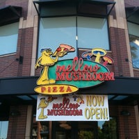 Photo taken at Mellow Mushroom by Joe P. on 5/29/2011