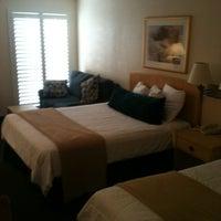 Photo taken at Elvis Presley's Heartbreak Hotel by Cari R. on 6/9/2012