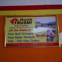 Photo taken at Rumah Makan Ayam Goreng Yukonah by Roberth D. on 8/31/2014