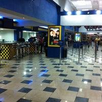Foto tomada en Súper Cines La Cascada por Oliver R. el 11/7/2012
