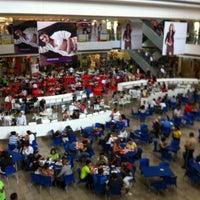 Photo taken at Feria de comida by Oliver R. on 10/27/2012