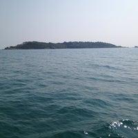 Photo taken at เกาะมันกลาง by Pratch on 12/29/2013