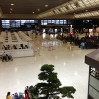 Photo taken at Narita Airport Terminal 2 by niena on 4/16/2013