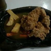Photo taken at Waroeng Steak & Shake by Anna C. on 10/4/2012