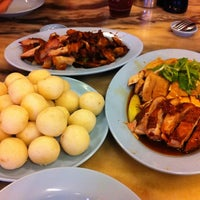 Photo taken at Famosa Chicken Rice Ball by Madelaine on 11/3/2012