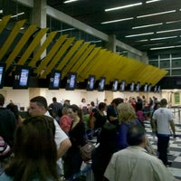 Foto tirada no(a) Check-in LATAM por Heitor P. em 9/21/2012