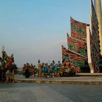 Photo taken at Bundaran Kuala Kapuas by Taufik Y. A. on 10/23/2012