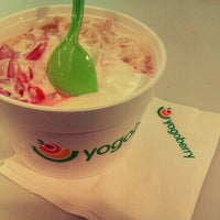 Photo taken at Yogoberry Original by Thais Corrêa M. on 9/25/2012