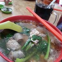 Photo taken at Restoran Win Heng Seng (永兴城茶室) by Kenny K. on 5/9/2013