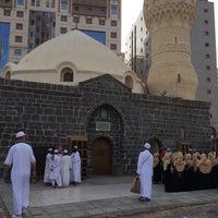 Photo taken at Masjid Abu Bakar, Madinah by Özer on 4/19/2014
