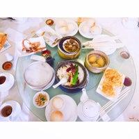 Photo taken at Golden Court Abalone Restaurant 黃金閣鮑翅海鮮酒家 by Jenn Y. on 1/3/2016