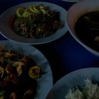 Photo taken at น้องตั๊ก ข้าวต้มแปดริ้ว by Pathama S. on 12/20/2012