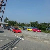 Photo taken at Bangkok Drag Avenue by nanjung k. on 10/20/2012