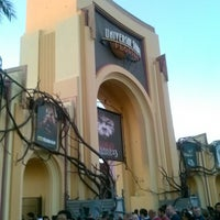 Photo taken at Universal's Halloween Horror Nights 23 by Alicia P. on 10/27/2013