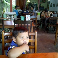 Photo taken at CT Nasi Ayam Garing Mancongkam by Farihan W. on 12/14/2012