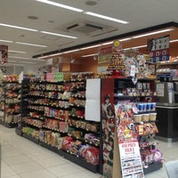 Photo taken at セブンイレブン 港区南青山2丁目店 by aoba j. on 12/2/2012