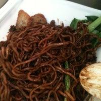 Photo taken at Bagus Yong Tau Foo by Pau W. on 4/14/2011