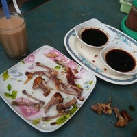 Photo taken at Sayap Ayam, Kundasang. by Khai Z. on 9/23/2012