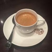 Photo taken at The Coffee Bean & Tea Leaf by Jongwon S. on 5/19/2015