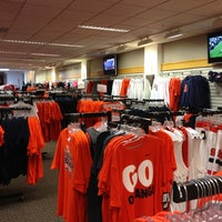 Photo taken at SU Bookstore by 旻 on 6/26/2013