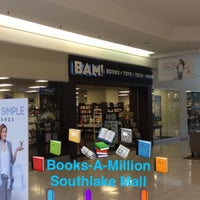 Photo taken at Books-A-Million by #⃣GRAEGINATOR (Matthew Graegin) . on 8/19/2016
