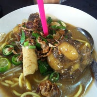 Photo taken at Restoran ZZ Sup Tulang by Shafad S. on 10/3/2012