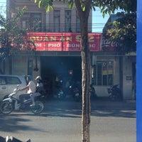 Photo taken at Phở 92 (có Bún mọc rất ngon) by Thắng on 12/1/2012