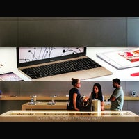 Photo taken at Apple Store by Joey M. on 5/31/2015