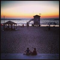 Photo taken at Frishman Beach by Ilan B. on 8/9/2013