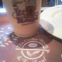 Photo taken at The Coffee Bean & Tea Leaf by Khim O. on 10/7/2012