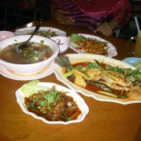 Photo taken at Mid-Night Food Centre (MFC Tomyam) by Ainaa R. on 8/4/2013