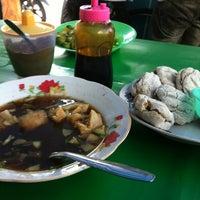 Photo taken at Es Kacang Mamat by Priemadella on 10/21/2012