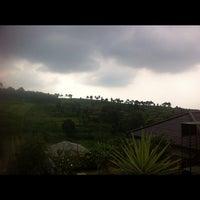 Photo taken at Villa Omah Gunung Puncak by Fierly A. on 11/10/2012