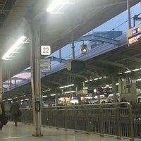 Photo taken at JR新大阪駅 21-22番ホーム by コージパパ on 4/11/2013