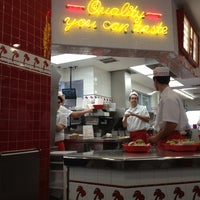 Photo taken at In-N-Out Burger by Kristen on 12/26/2012