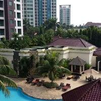 Photo taken at Swimming Pool Kristal Hotel by IndhaGeliga on 7/25/2013