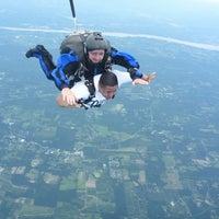 Das Foto wurde bei The Blue Sky Ranch   Skydive The Ranch von 'Sal am 7/19/2014 aufgenommen