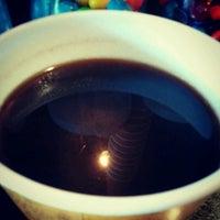 Photo taken at Electric Beanz Coffee Bar by Joyce L. on 9/24/2012
