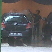 Photo taken at Pondok Service Car Wash by Margo S. on 10/10/2013