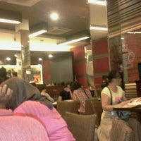Photo taken at Pizza Hut by Dhika L. on 9/1/2011