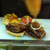 Foto tomada en Pirates Burgers por HEADVENTURE el 5/22/2013