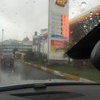 Photo taken at Shell by Tanış Elektronik Elektrik Otomotiv Otomasyon on 1/17/2016