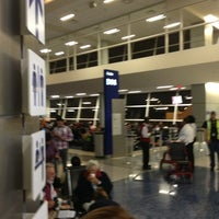 Photo taken at Gate D14 by Walter on 4/1/2013